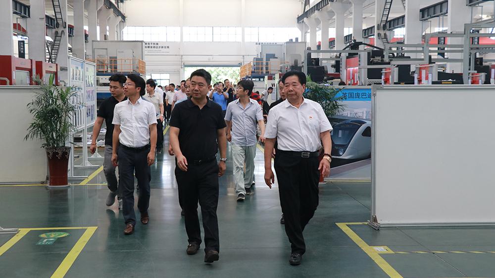 遥观镇商会企业家参观bwin娱乐手机登录轨道交通产业园