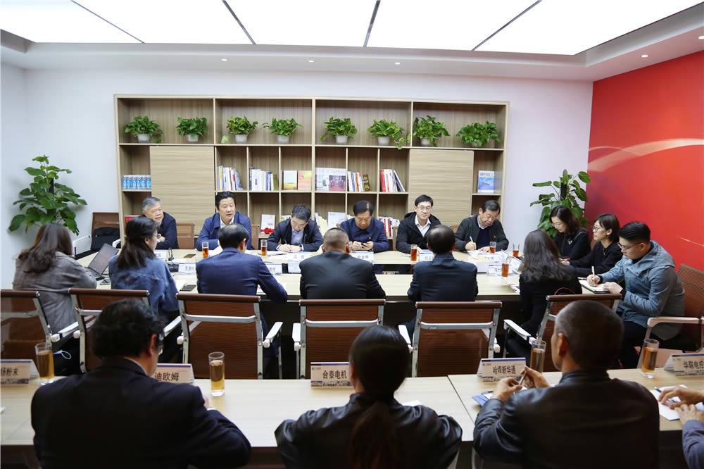 遥观镇上市党建联盟座谈会在集团举行