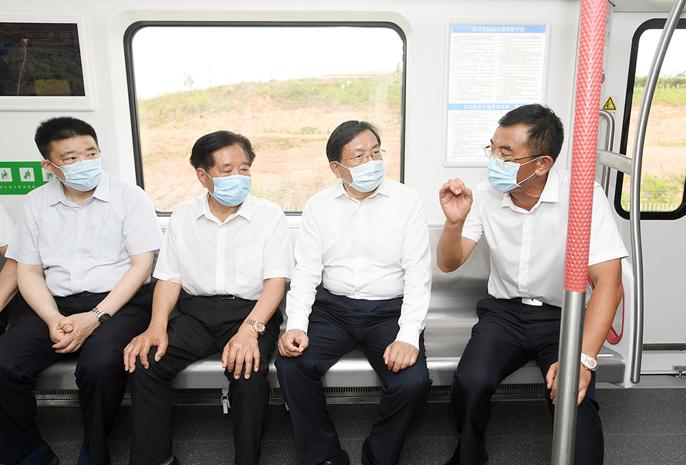 集团董事局主席俞金坤应邀出席 武汉首辆全自动地铁车辆下线仪式